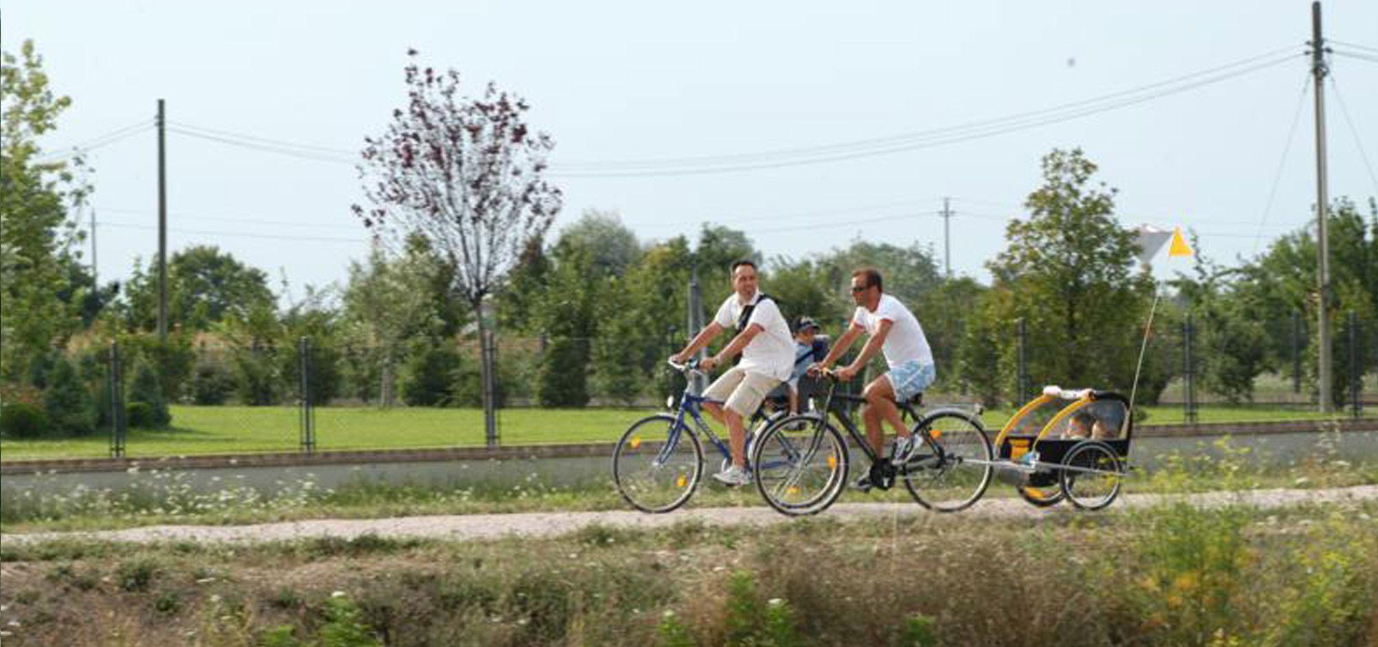 it:Ciclopedonale fr:Cyclable en:Cycle path de:Fahrradweg